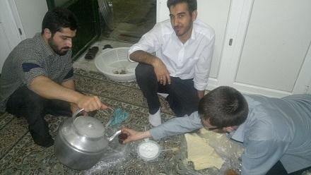 افطاری ساده ماه مبارک رمضان بچه های مسجد پایگاه بسیج زنجان